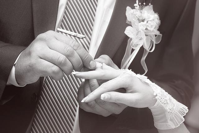 כמה עדים צריך לחתונה – לחופה