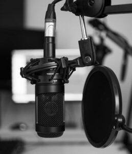 קריינות רדיו